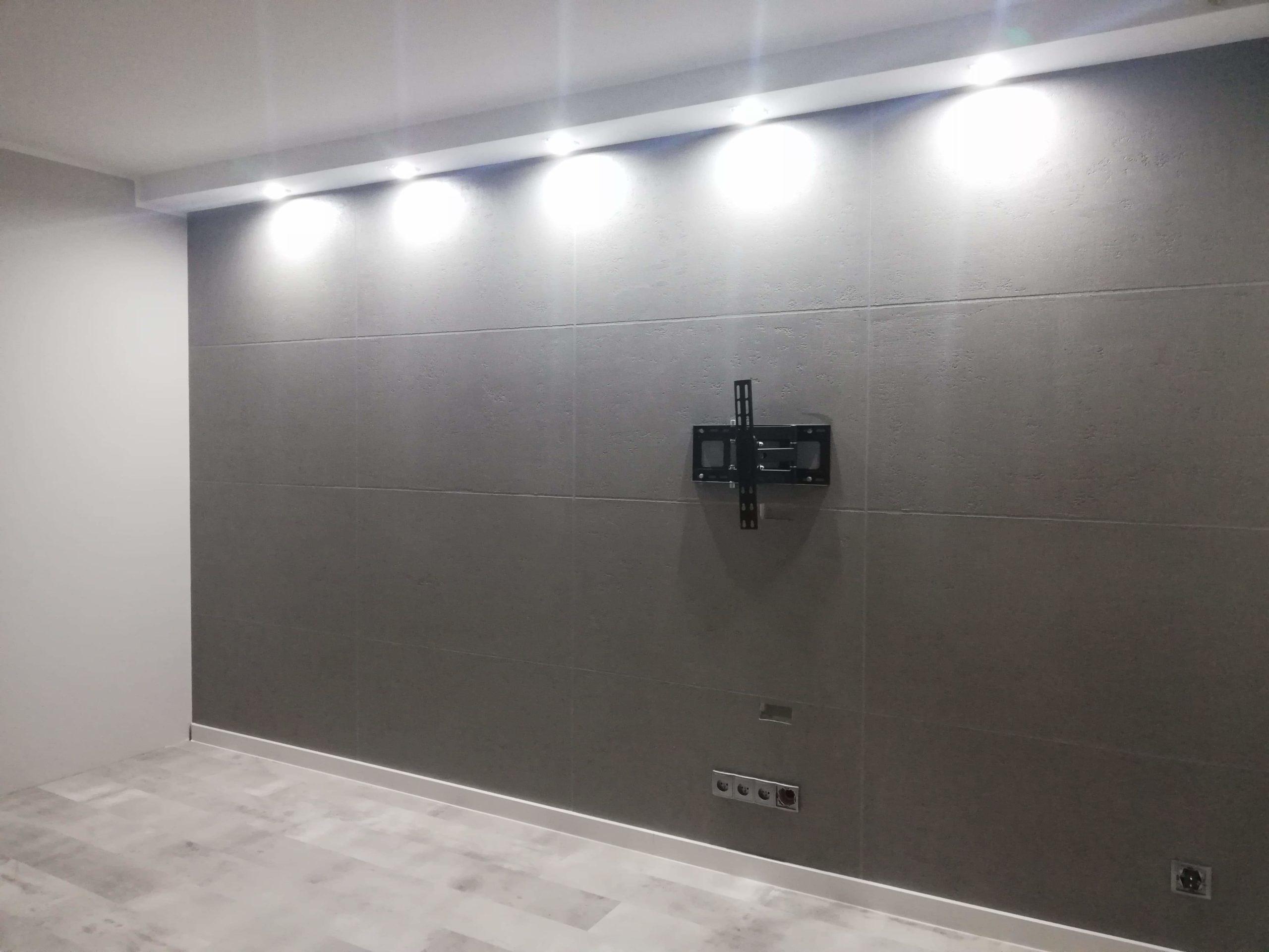 Ściana z betonem architektonicznym i oświetleniem LED