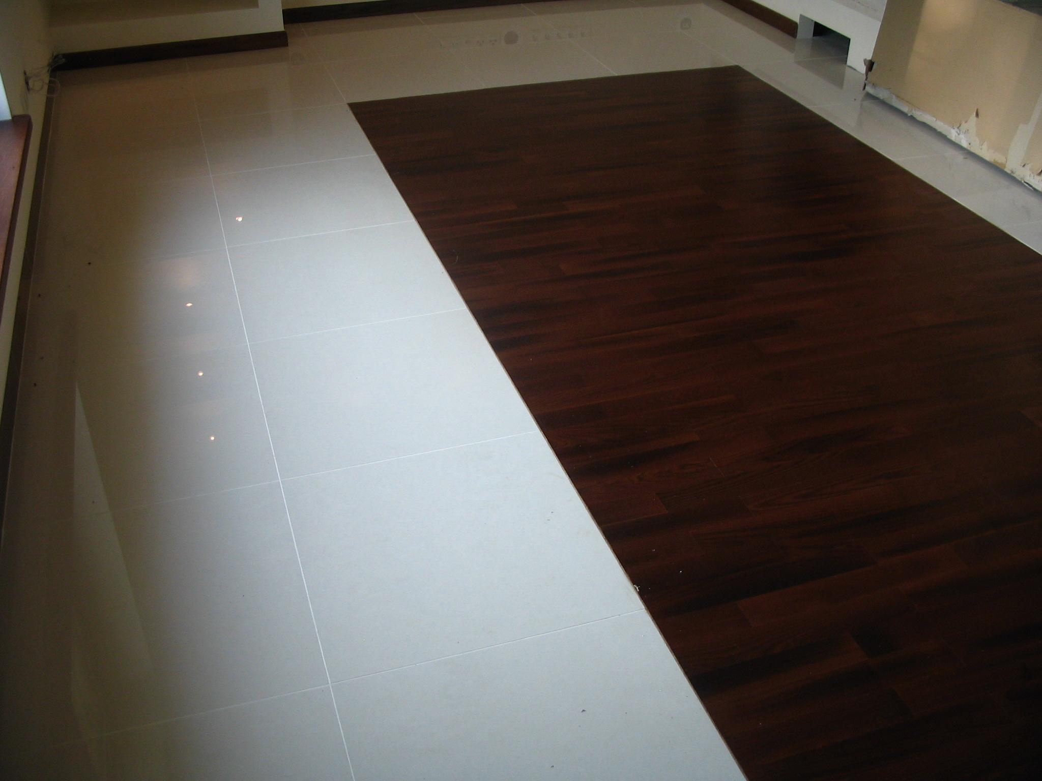 Podłoga Drewniana & Płytki